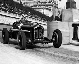 Louis Chiron negotiating Tabac corner at the 1934 Monaco Grand Prix.