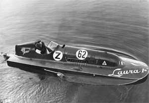 Mario Verga aboard Laura I, one of the magnificent racing boats powered by Alfa Romeo engines.